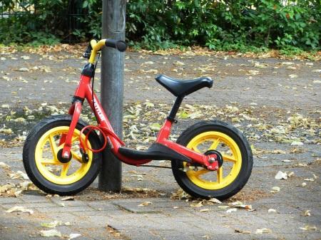 Röd springcykel