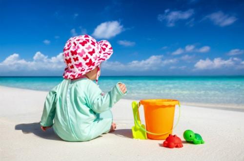Köp ett bra UV-tält och skydda ditt barn från solens skadliga strålar.