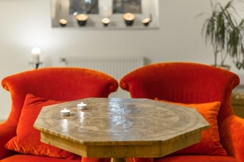 Avlastningsbord i sovrum och gästrum