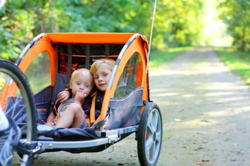 Skjutsa barn i cykelvagn