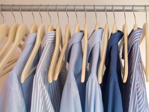 En klädställning inne på hemmakontoret