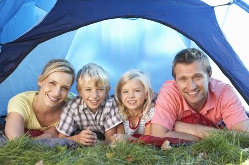 Stora öppna tält för många personer