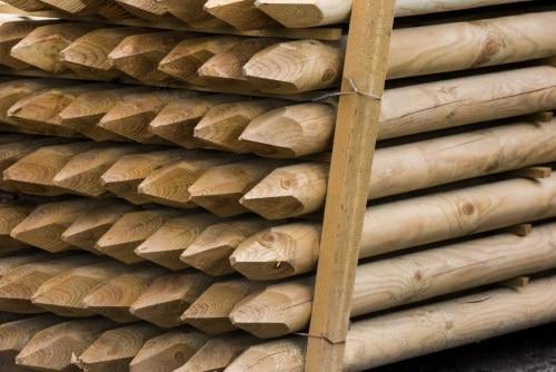 Staketstolpar av trä