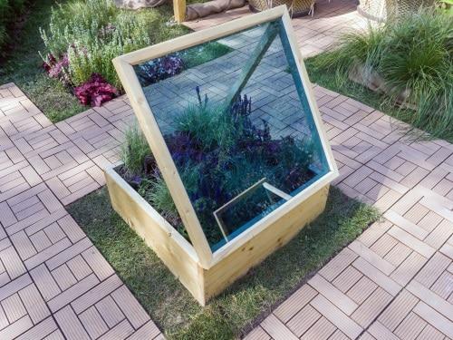 Miniväxthus med ventilation i locket