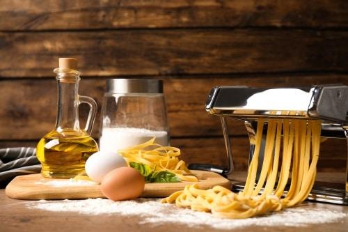 Fixa hemlagad pasta med en smart maskin.