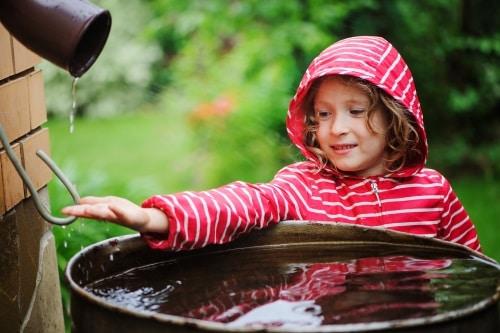 Att samla regnvatten i en regntunna