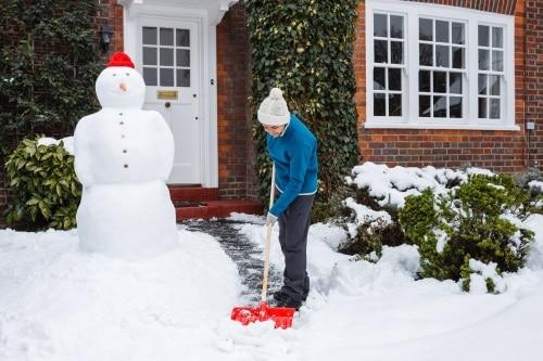 Att skotta snö för hand