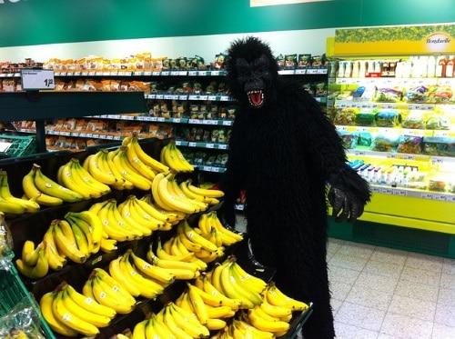 Utklädd till apa på festen.