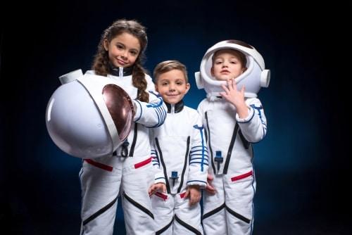 Små astronauter i coola dräkter.