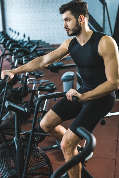 Träna upp konditionen genom att cykla.