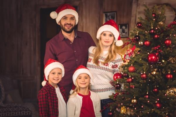 Julhelgen sker 24-26 december varje år, då klär vi julgranen och firar tillsammans med släkt och vänner.