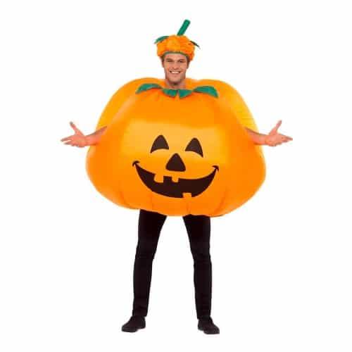 Klä ut dig till en pumpa på Halloween.