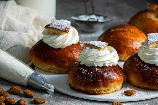 Goda semlor är en tradition att äta i Sverige under Fettisdagen eller semmeldagen som den också kallas.
