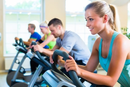 Träna upp din kondition med en motionscykel.