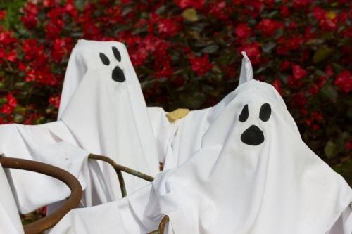 Köp en fin spökdräkt till halloween.