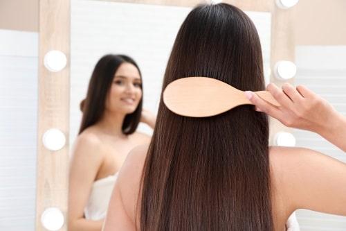 Att använda borsten för att styla håret