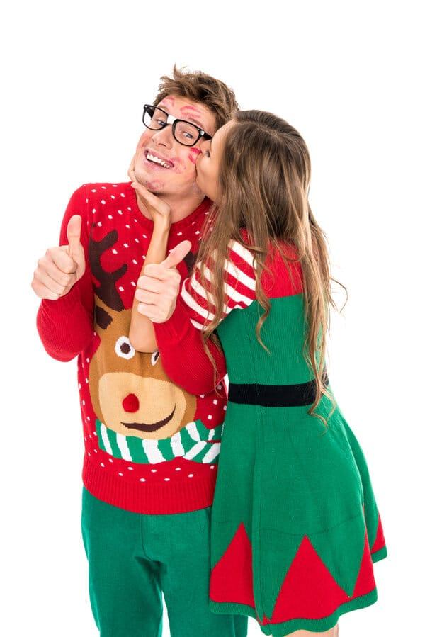 Att bjuda in till en julfest med jultröjetema