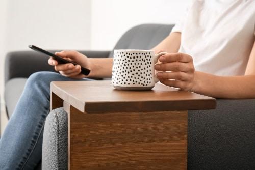 Smarta brickor att ha på soffan eller fåtöljens armstöd