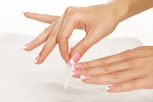 Med ett par bra filar kan du ta hand om dina naglar och nagelband på ett bättre sätt.