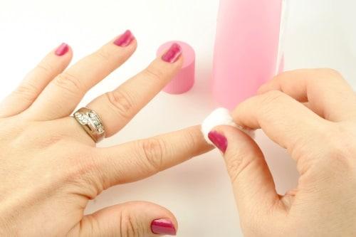 Så använder du nagellacksborttagning