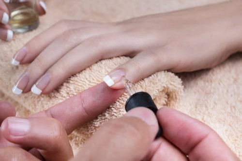 Så använder du nagelolja