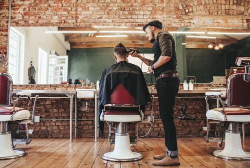Bekväma stolar till frisörsalongen.