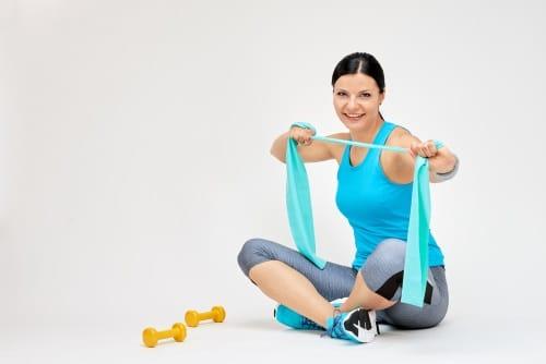 Få en stark och vältränad kropp med hjälp av ett gummiband