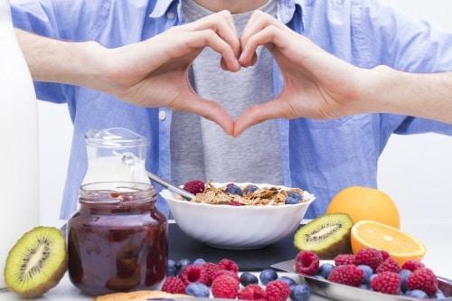 Generellt brukar matsmältningsproblem kunna ge besvär som uppblåst och irriterad mage och sura uppstötningar.