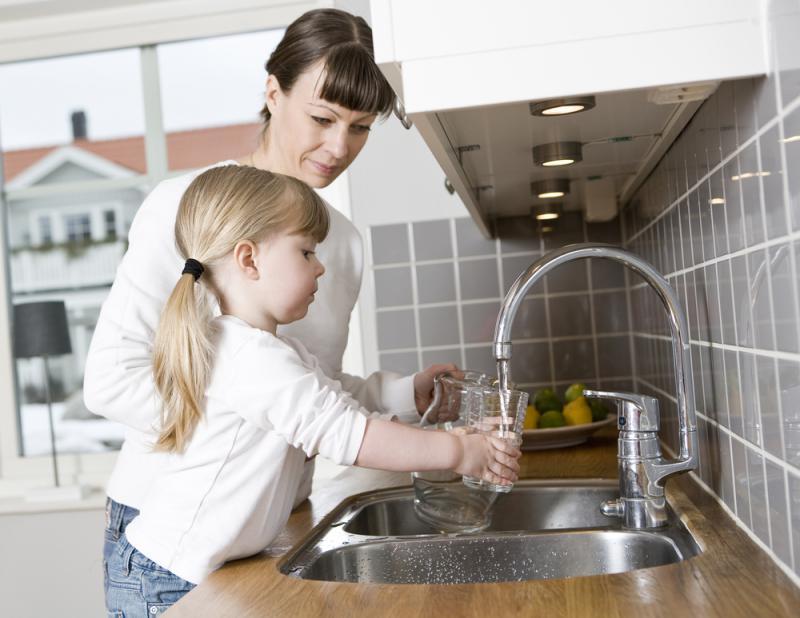 Köksblandare med barnspärr om man har småbarn som gillar att leka med vatten.