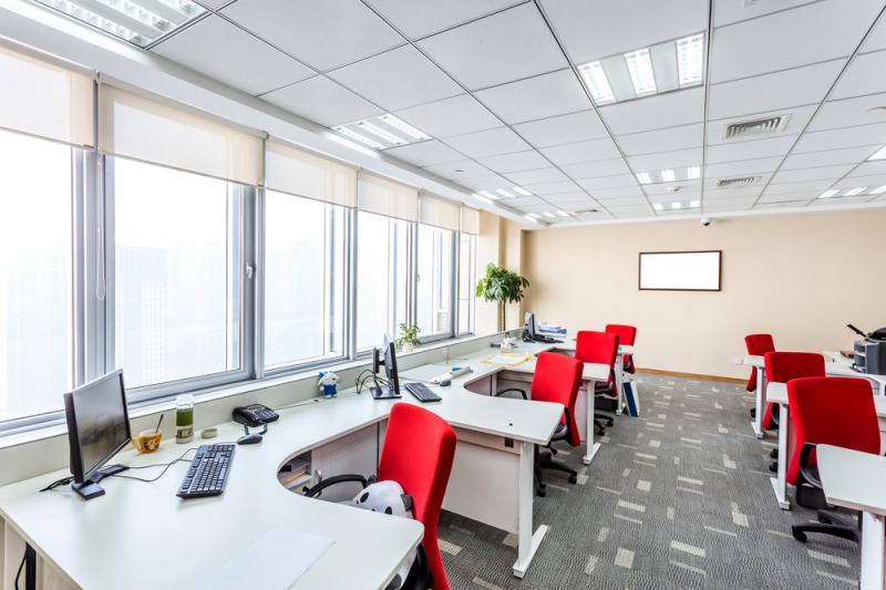 Inred kontoret med begagnade kontorsmöbler